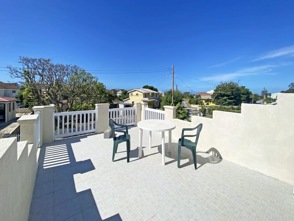 Deck with views of the neighbourhood