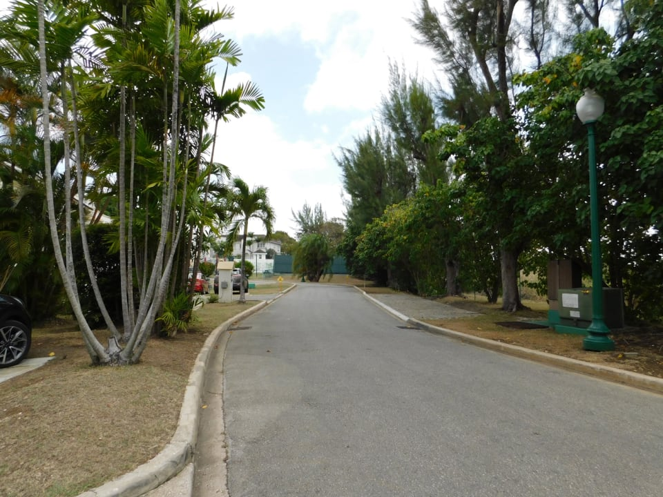 Street scape to play park and tennis