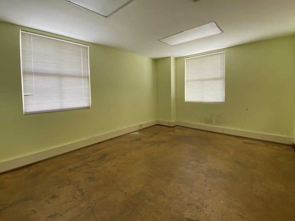 Offices in Excellent Condition