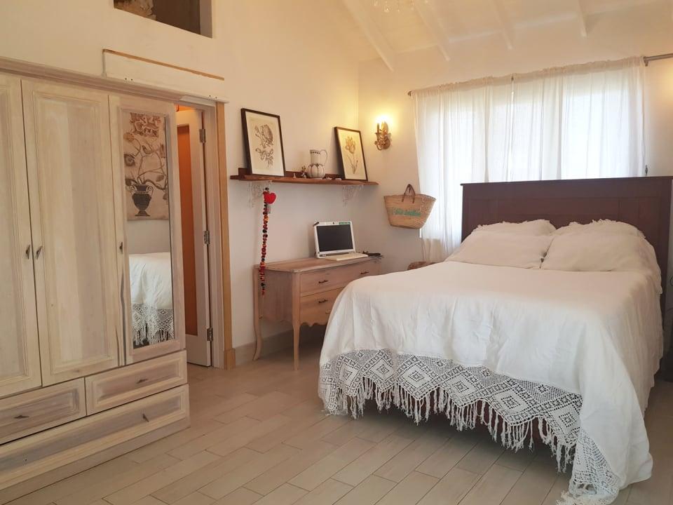 Main bedroom with walk in closet