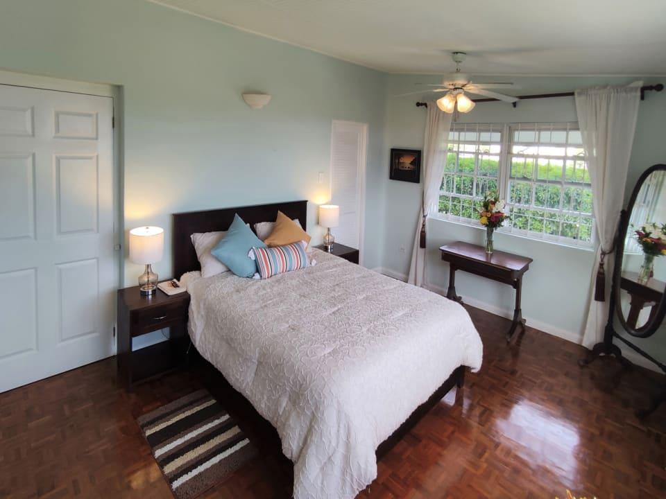 Main Bedroom - Walk In Closet