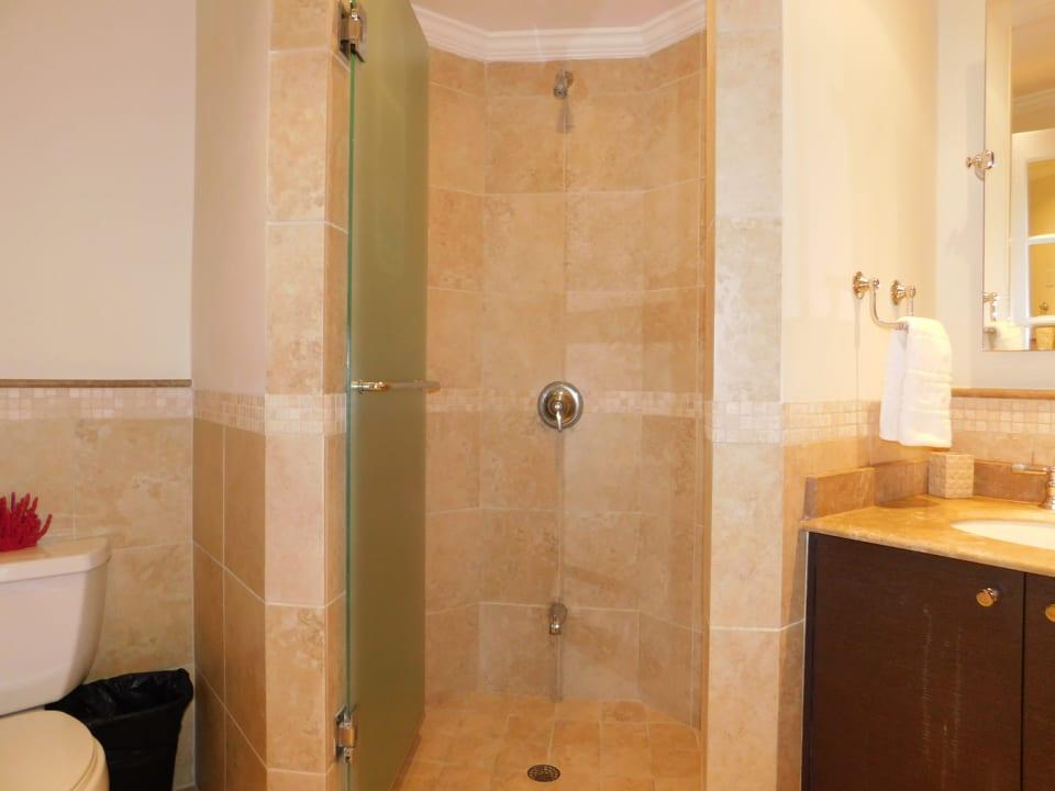 En-suite bathroom from the 1st bedroom