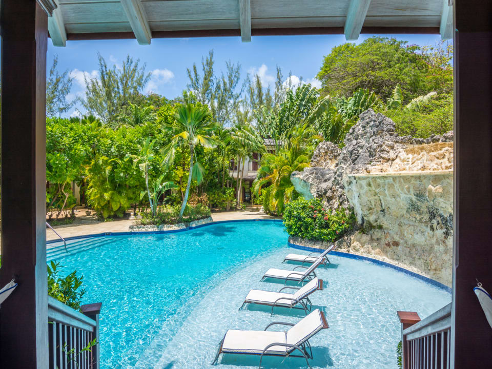 Attractive gardens and pool