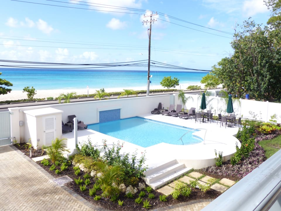 View over the pool and the ocean