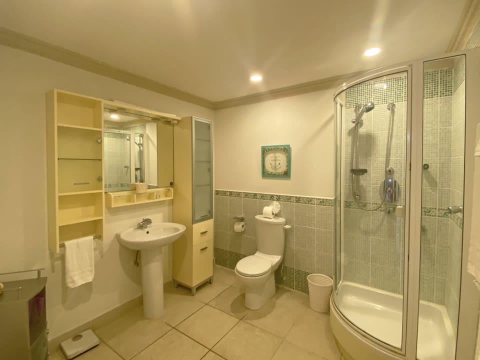 2nd Bathroom/Shower