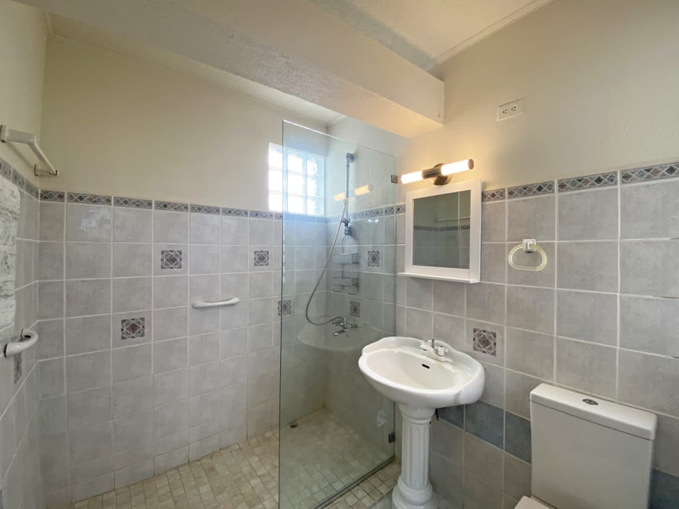En-suite  bathroom for the primary bedroom