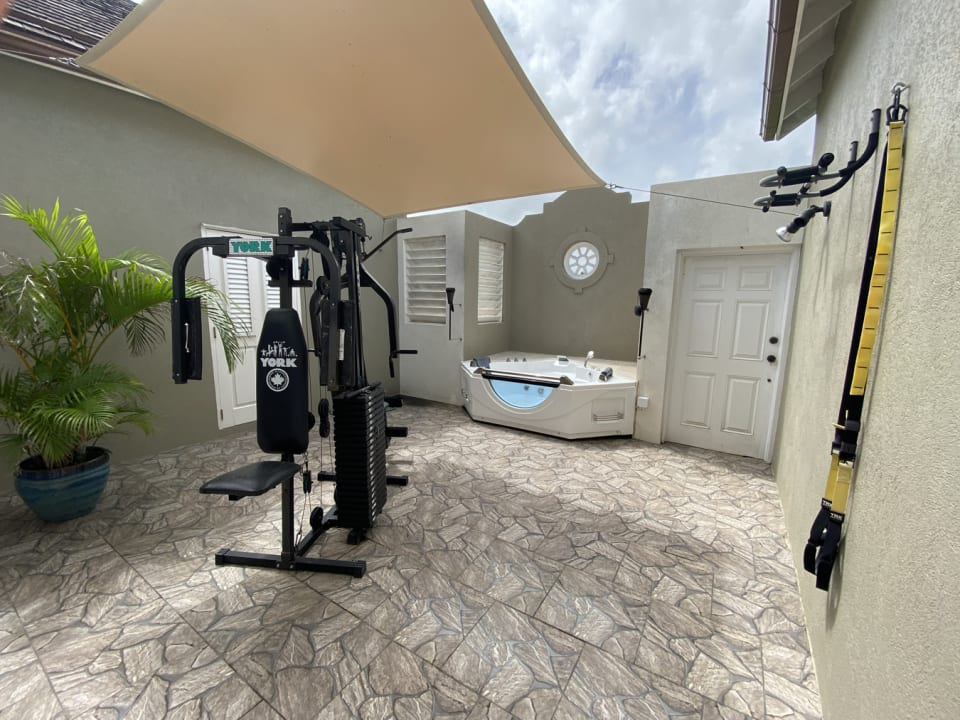 Courtyard with Gym and Jacuzzi