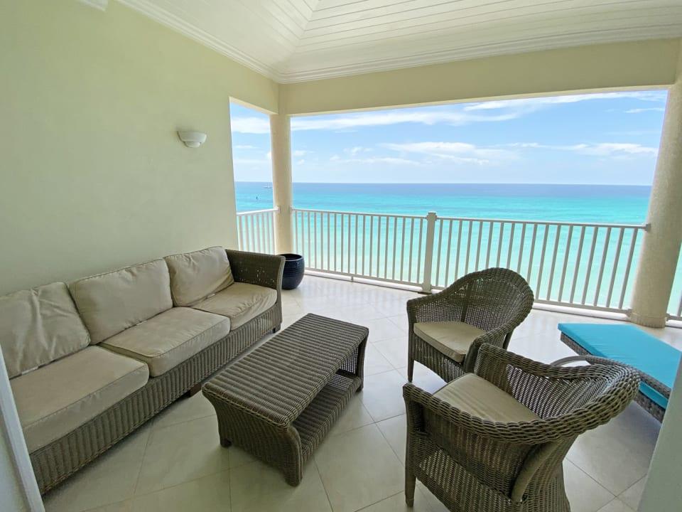 Balcony with lounge area