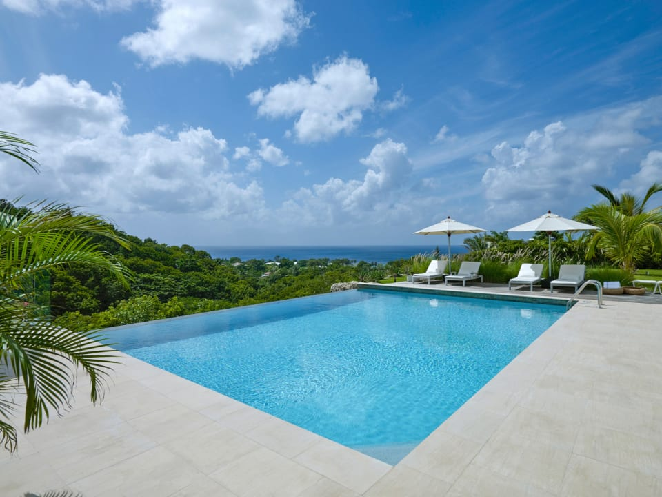 Infinity Edge Pool overlooking the Gully and Sea