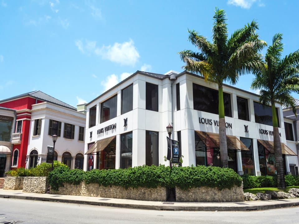 Limegrove Lifestyle Centre nearby
