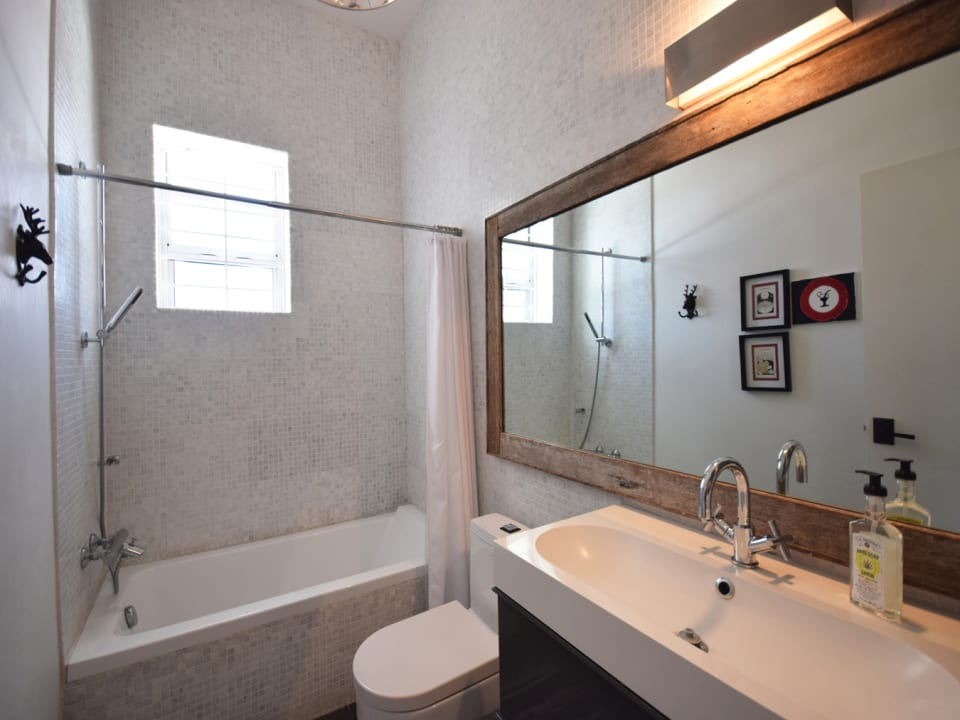 Guest Bathroom with Tub