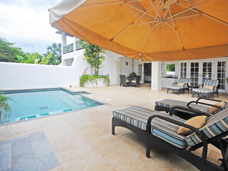 Ground floor private pool