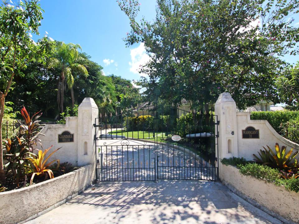Entrance to Giandara