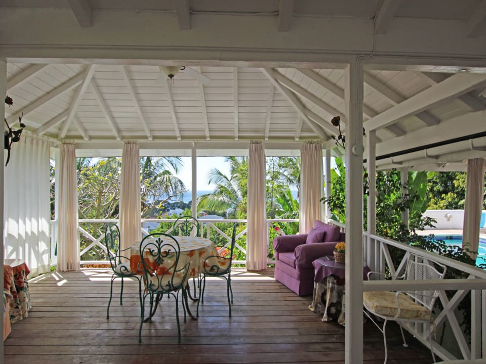 External dining area with views overlooking the Caribbean Sea.