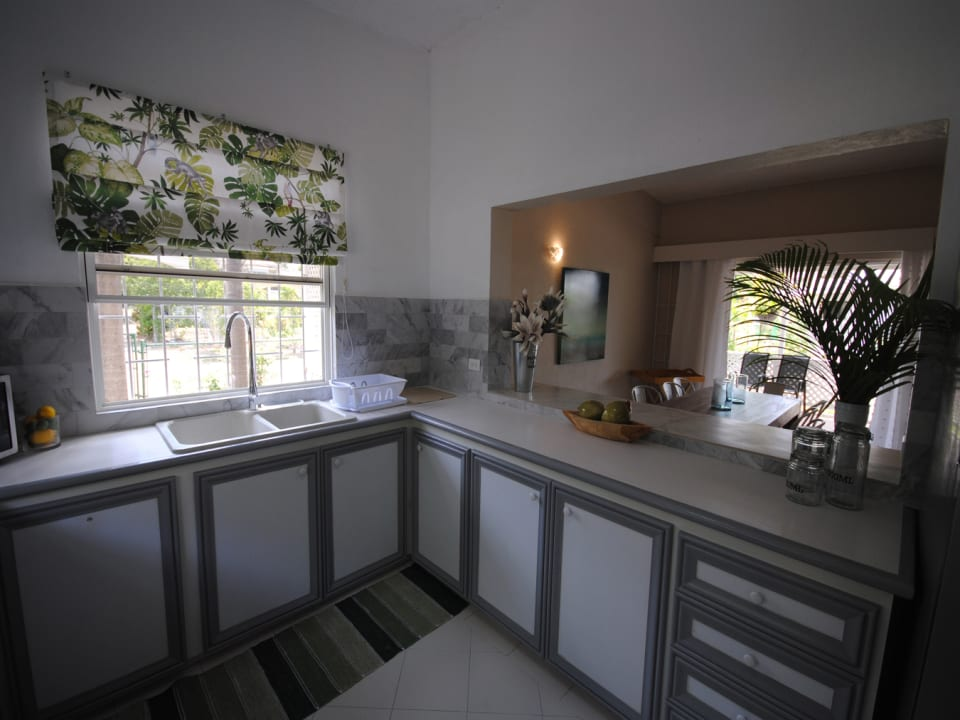 Kitchen has a sit-up bar on dining room side