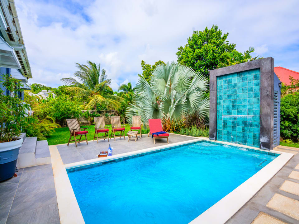 Outdoor Entertainment Area and Pool