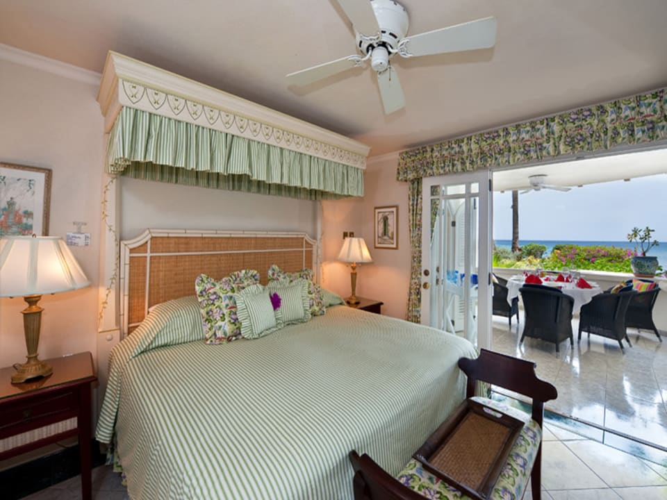 Guest bedroom suite with terrace access