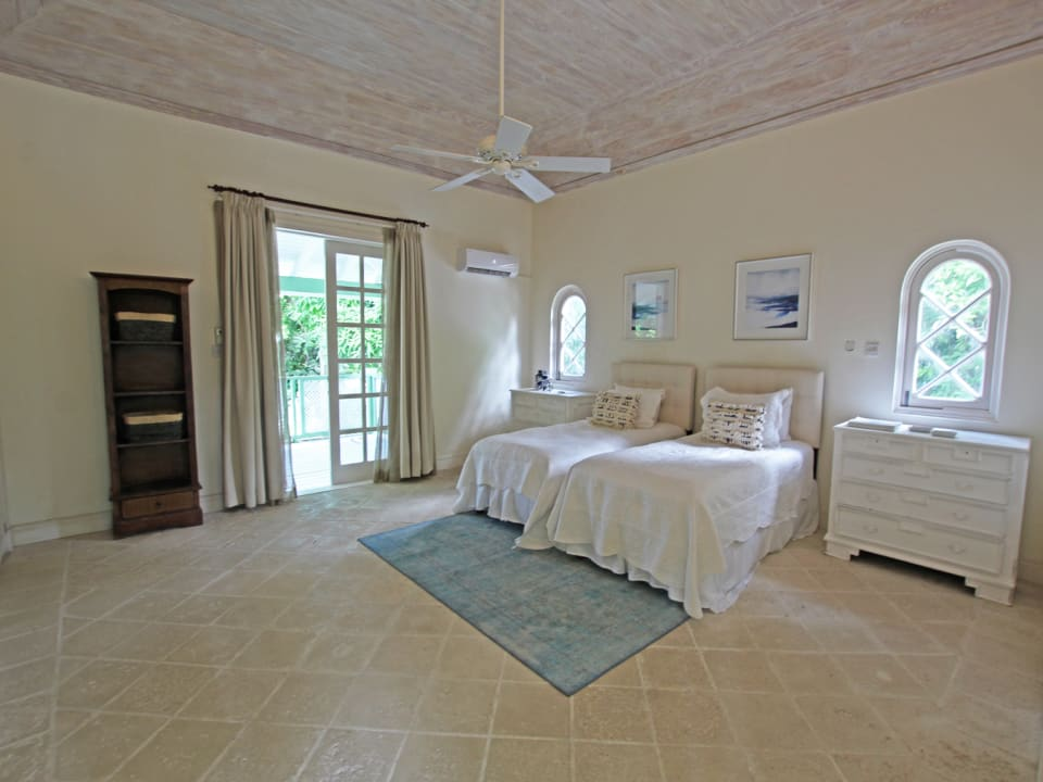 Upstairs guest bedroom with bathroom