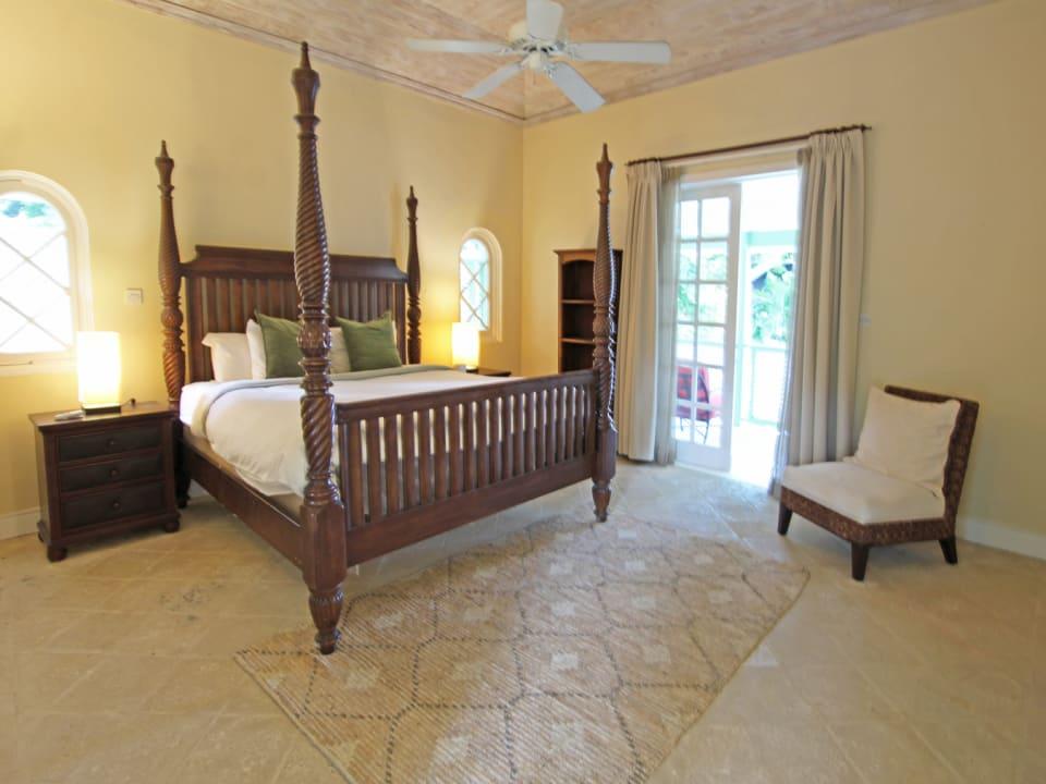 Upstairs main bedroom suite