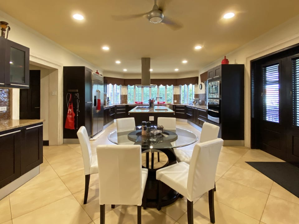 Spacious and modern Dining / kitchen