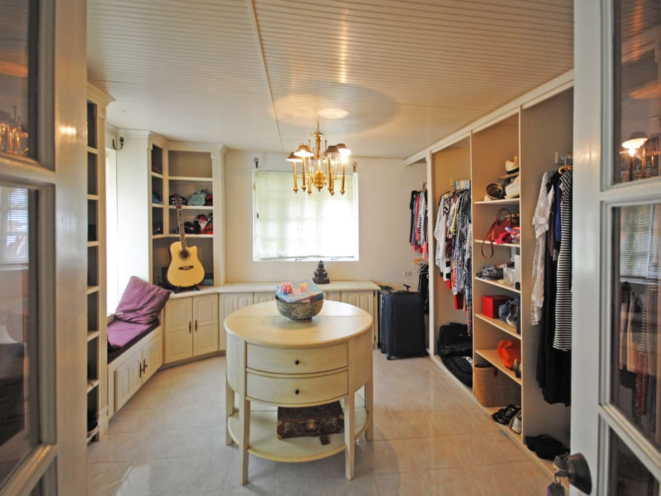 Dressing room to main bedroom