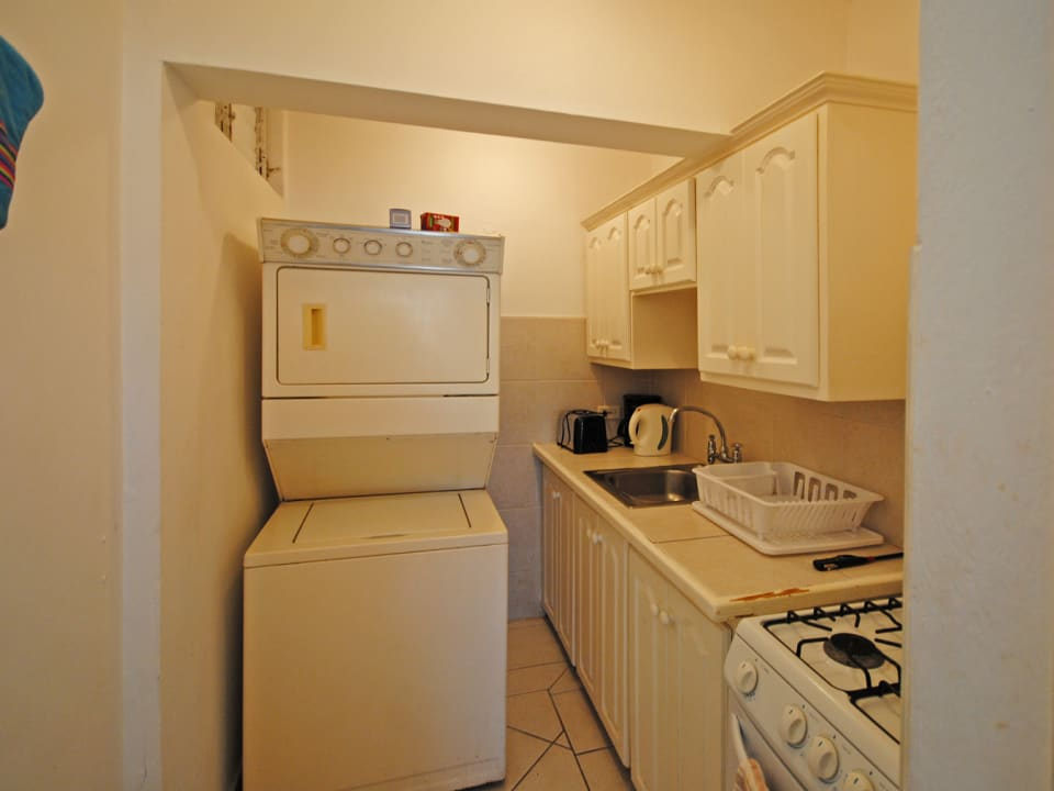 Kitchen with washing machine and dryer