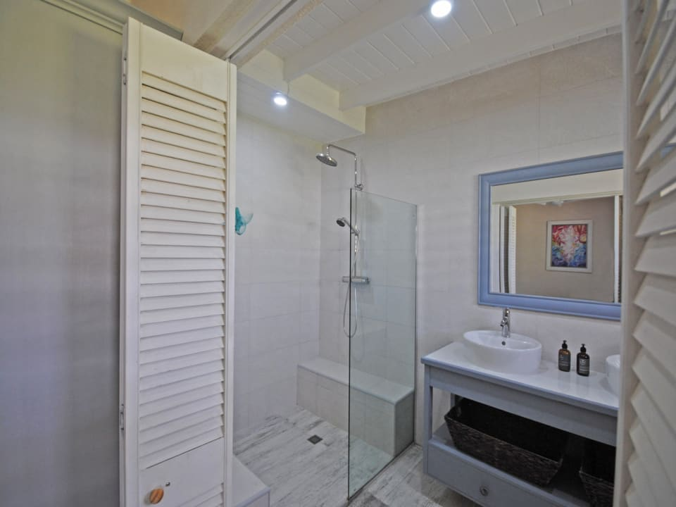 Main bedroom bathroom