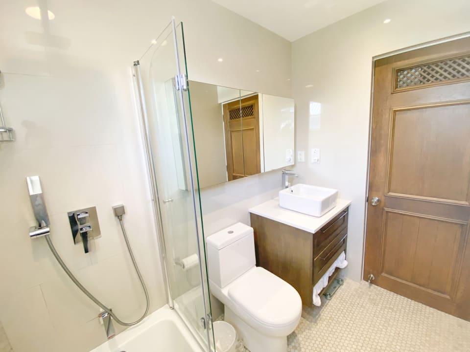 Modern Bathroom with an oak door