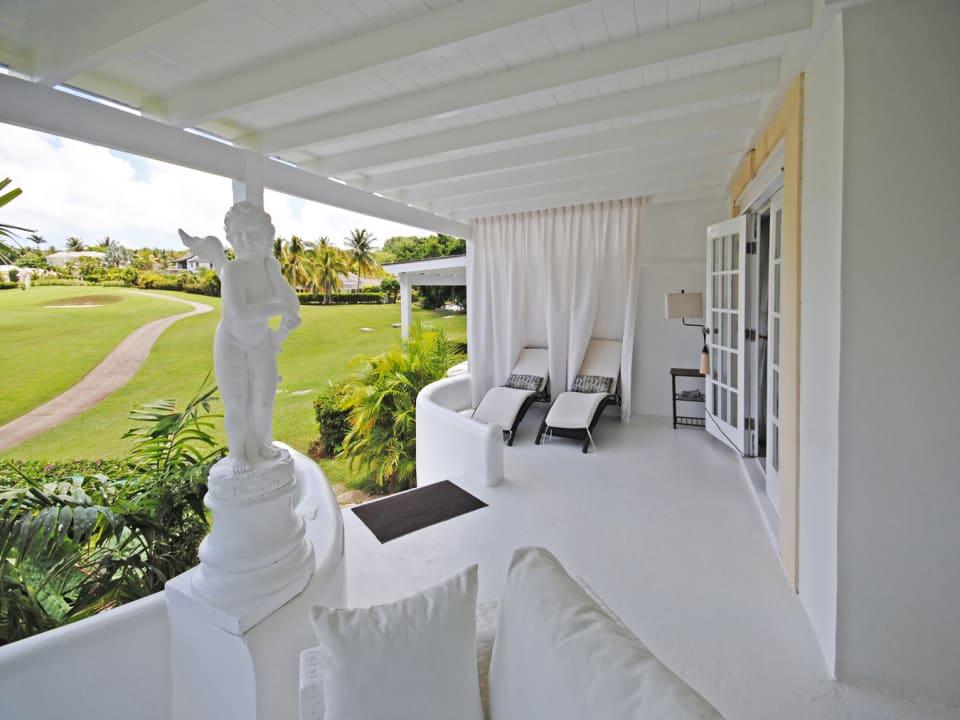 Overlooks golf course