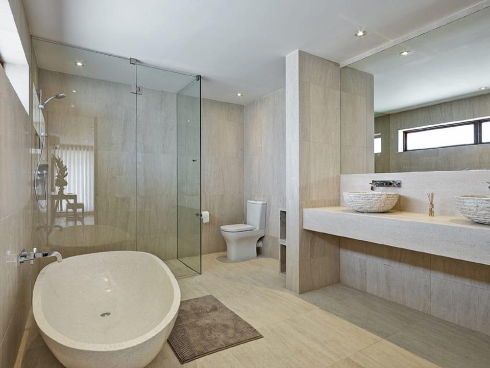Bathroom to main bedroom on first floor