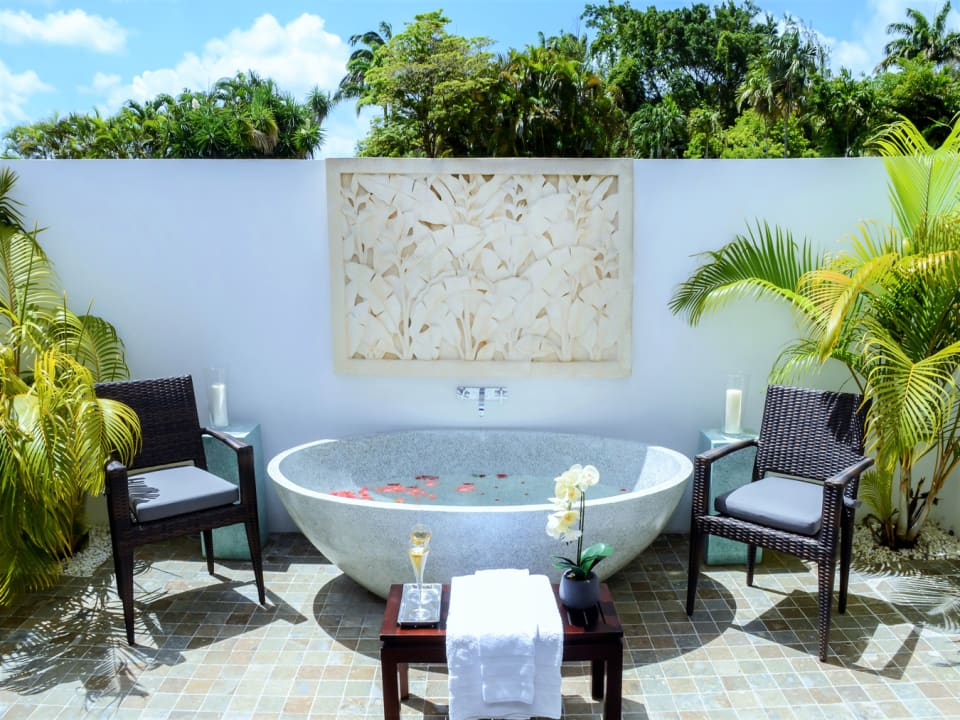 Outdoor tub in private courtyard outside main ground floor bedroom