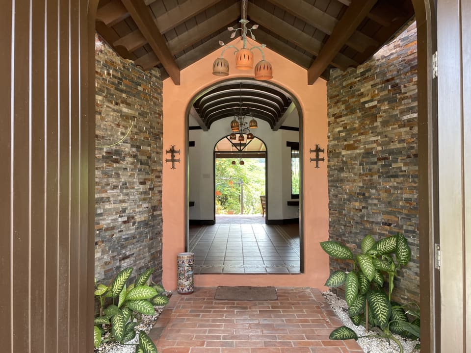Entrance to house from driveway