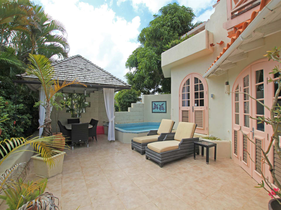 Spacious patio with plunge pool