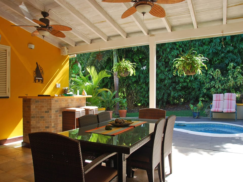 Wet bar and dining on the patio