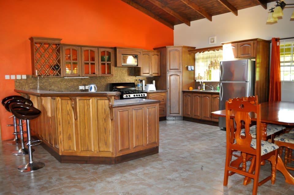 Kitchen/dining (open plan)