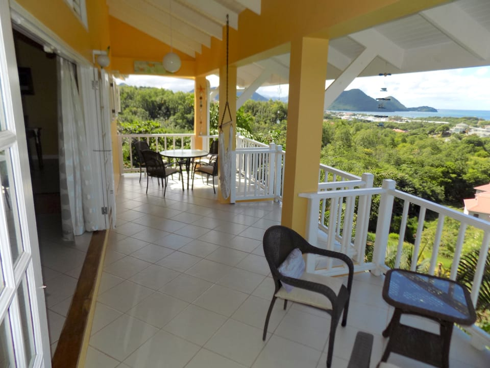 Large veranda facing Caribbean Seaviews to the west