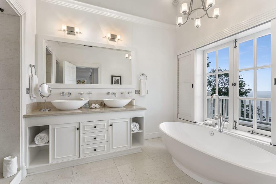 Upper floor master bath