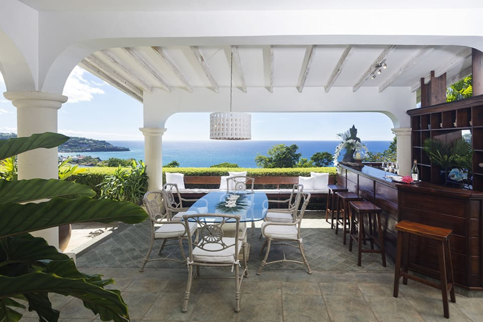 Outdoor dining & bar on the other side of the Wraparound Verandah