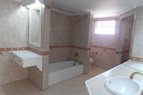 Maser Bathroom - Tub and Shower