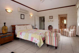 Upstairs guest bedroom with sitting room and en suite bathroom