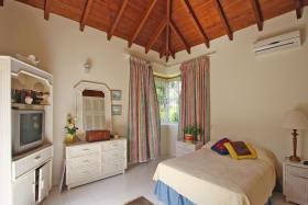 Guest Bedroom - ground floor