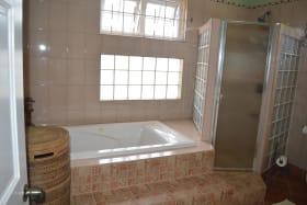 Ensuite Master Bathroom - Tub & Shower