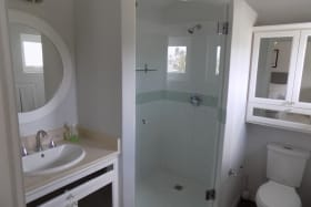 Ensuite Bathroom No 1