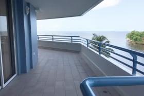 La Riviera Prow 4F