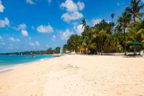 White sandy beach at Glitter Bay