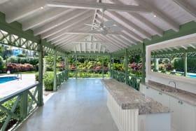 Sit up Bar and dining veranda