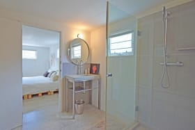 Ensuite to the Lower Level Bedroom