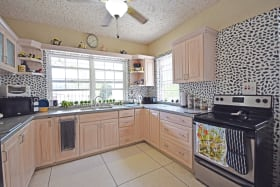 Spacious Kitchen in Bimshire