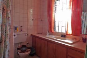 Master bathroom in Apt 1