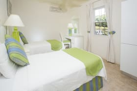 Beach View classic twin bedroom